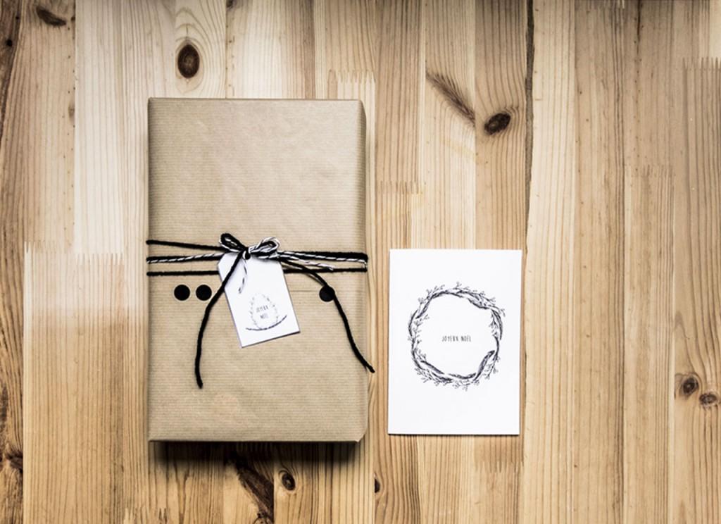 Paquet cadeau, étiquette et carte de voeux