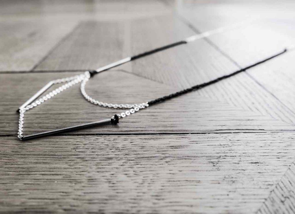 Black and White Necklace in chain and pearl Tutorial DIY