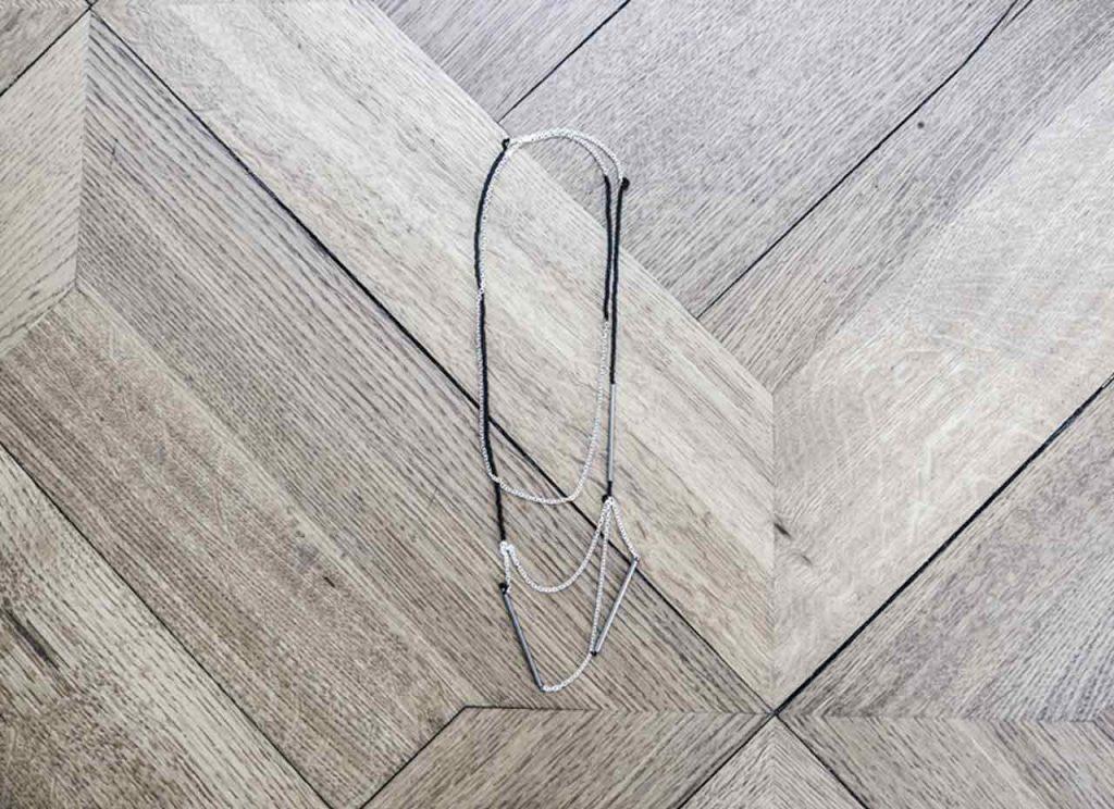 Tutoriel: Comment fabriquer un collier court en graphique (DIY)