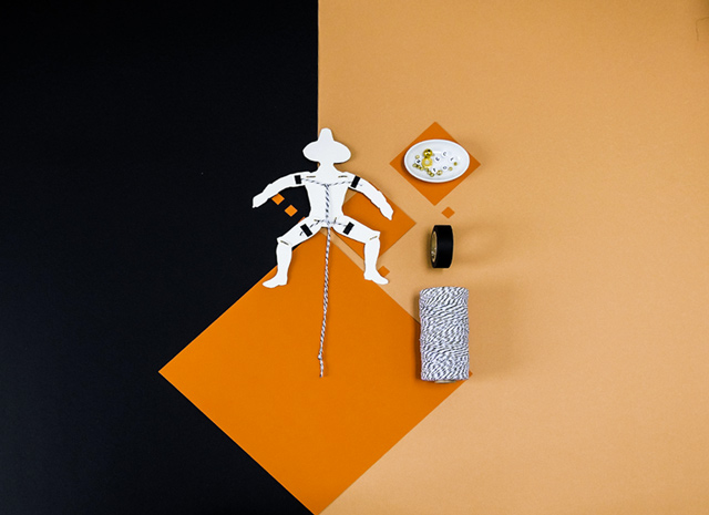 Jumping Jack Step-by-step: Pull the string hanging from the puppet's lower body.